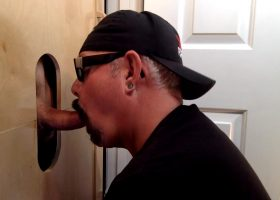 Cop Gets Cock Sucked At The Gloryhole