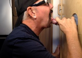 New Guy Tries Both Ends At The Gloryhole